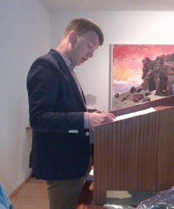 Gunnar Axel Axelsson formaður fjölskylduráðs var málshefjandi um tillögu ráðsins til bæjarstjórnar.