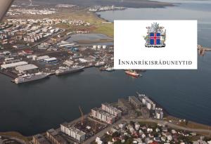 Innanríkisráðuneytið hefur krafið Hafnarfjarðarbæ skýringa á breyttri hafnarreglugerð.