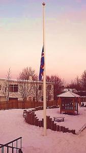 Flaggað var í hálfa stöng á lóð leikskólans Kató í síðustu viku þegar ljóst varð að yfir 80 sögu skólans yrði brátt lokið.