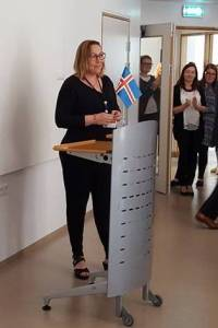 Svava Björk Mörk leikskólastjóri á Bjarkarlundi ávarpar gesti við opnunina í dag.